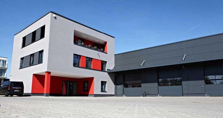 Gewerbehalle mit Büro- und Sozialtrakt und einer Wohnung in Köln