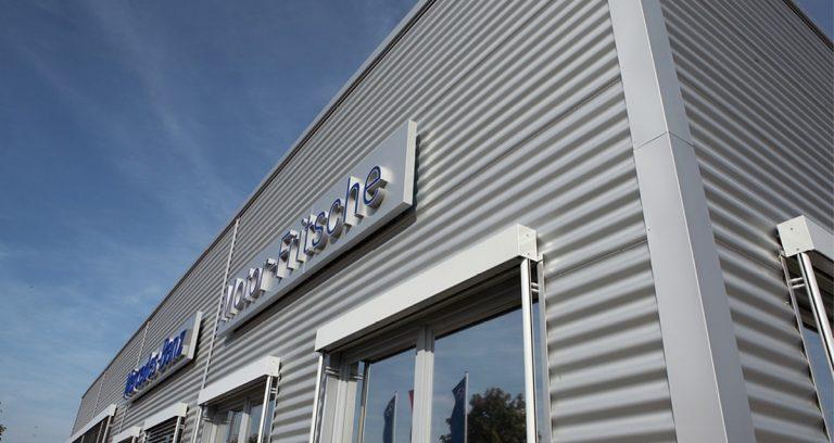 Verkaufshalle und Montagehalle in Köln
