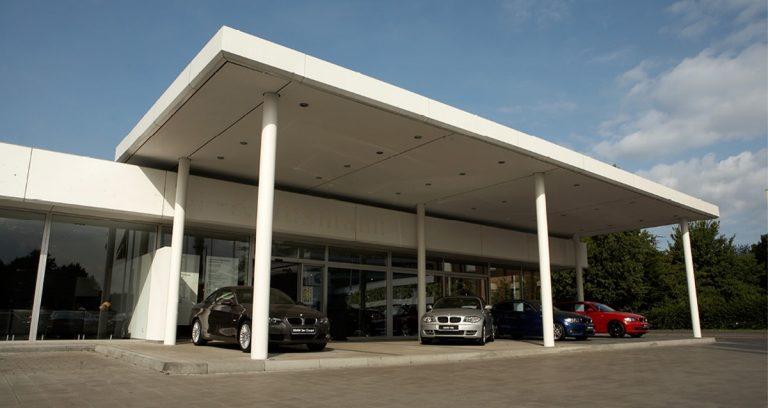 Verkaufsüberdachung in Krefeld für ein Autohaus