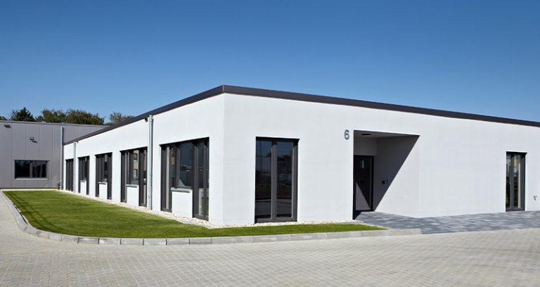Bürogebäude mit Lager- und Montagehalle in Bedburg