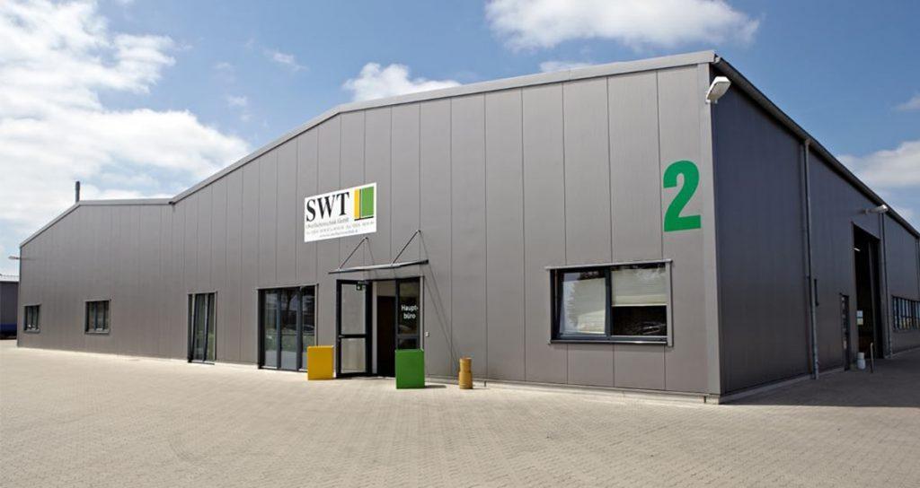 Zwei Werkhallen mit Sozial und Verwaltungstrakt