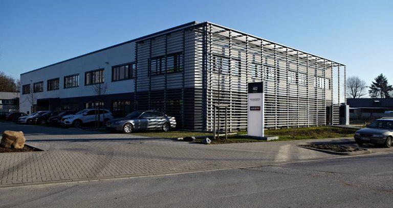 2 geschossiges Bürogebäude mit Lagerhalle in Hilden